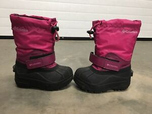 Boots - Columbia Size 8 Children  2/3 Yrs