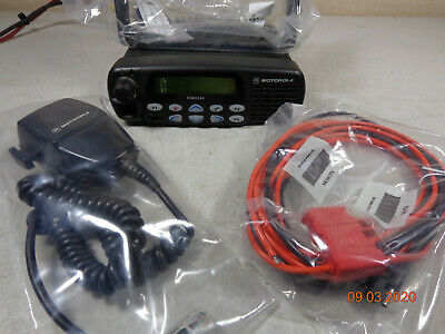 Motorola Cdm1550 Uhf Mobile Radio Aam25shf9dp5an W New Micpower Cord Bracket