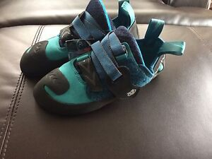 Brand new evolv rock climbing shoes ladies size 7-8.5