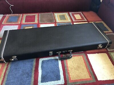 Fender/G&G Hardshell Guitar Case for Stratocasters and Telecasters - Black Tolex