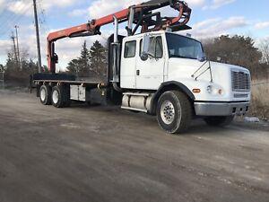 Freightliner crane truck /Flatbed