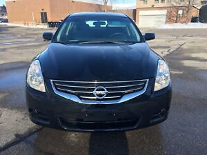 2012 Nissan Altima.. Only 8700 actual km.. Almost new car