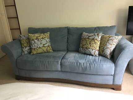 Natuzzi 2 and 3 seat lounge in excellent condition