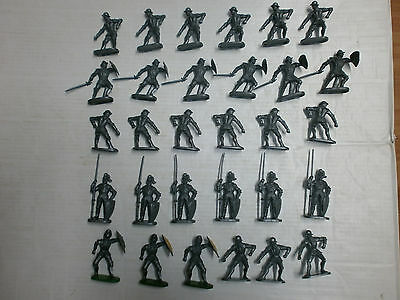 Konvolut 30 alte Elastolin Kunststoff Figuren Ritter zu 7.5cm