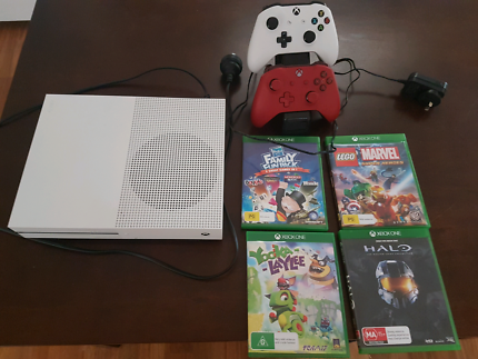 Xbox one s with 5 games 2 controllers
