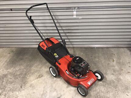 Victa Commando 450 Series Briggs & Stratton Lawn Mower - Just serviced
