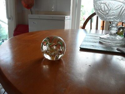 Paper weight with multi coloured fountain inside