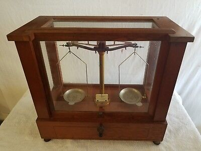 Vintage Apothecary Scale Eimer & Amend