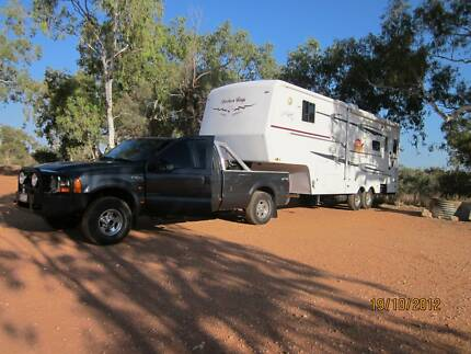 30 ft - 5th Wheeler & F250 V8 TURBO DIESEL 4 X 4 TOW Vehicle