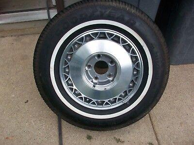 1993-1996 Cadillac Fleetwood Brougham Wheel w/new tire