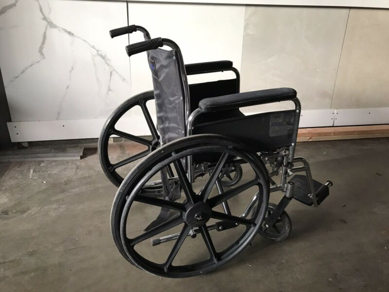 Medline Excel 3000 Wheelchair 300 lb capacity (light Weight)