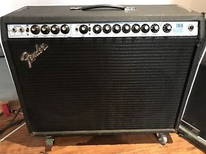 Fender twin reverb avec footswitch 1100$
