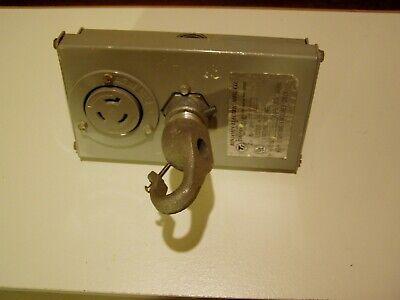 Benjamin 1ph-277 Feed-through Fixture Power Hook Twist-lock Plug L7-20 277 Volt