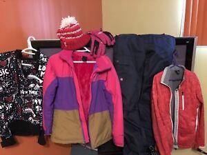 Manteau hiver, pantalon,tuque,gants 80$