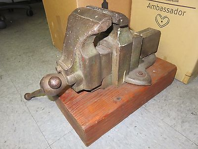 Vintage Table Bench Vise 4.5 W Iron Cast Wwooden Base No.800 Heavy Duty