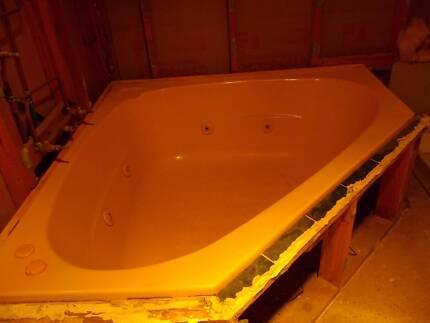 Used indoor spa bath Narooma Eurobodalla Area Preview
