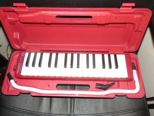 VINTAGE HOHNER STUDENT 32 RED MELODICA WORKING WITH CASE