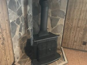Wood stove fireplace lookin for a new home