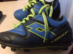 Soccer shoes kid size 9t