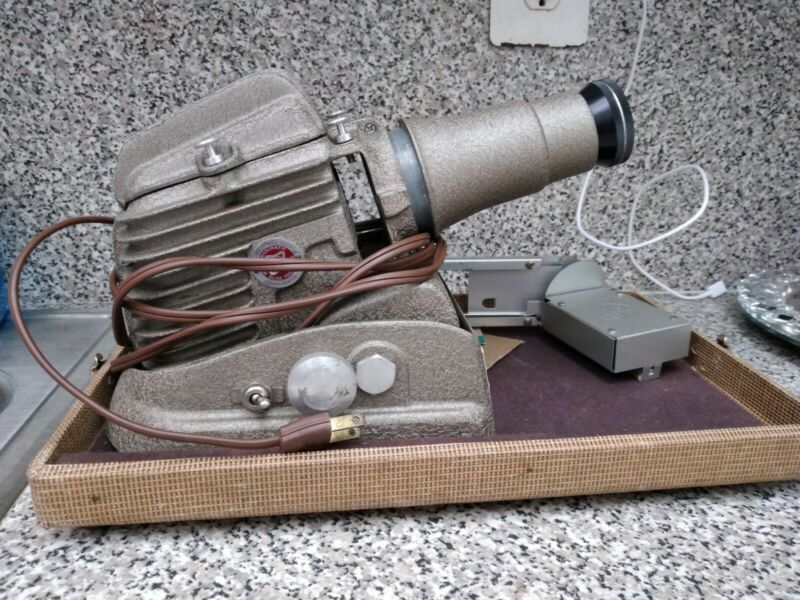 Working - Vintage Manumatic GoldE Slide Projector - Model 300-P-1042
