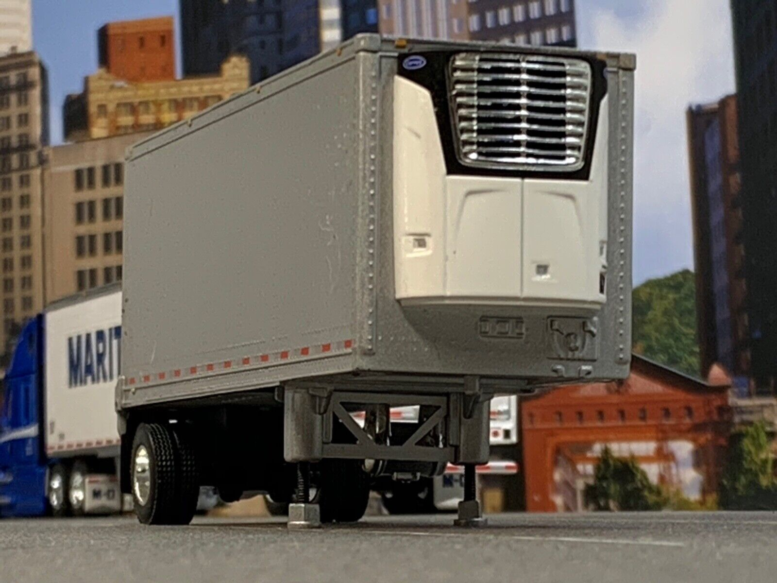 1/64 DCP SILVER WABASH CARRIER REEFER PUP TRAILER