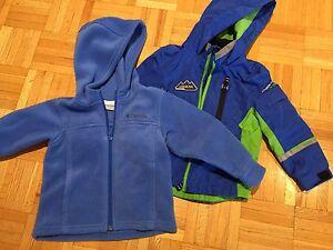 3 manteaux 2 ans et bottes de pluie