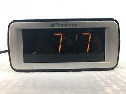 Emerson Smart Set Alarm Clock CKS9051 Works Great 2 Alarms FM/AM Radio