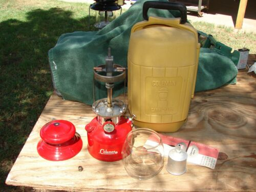 Vintage Coleman 200A Lantern 10/62 with small Clamshell Case 3/80 MINTY