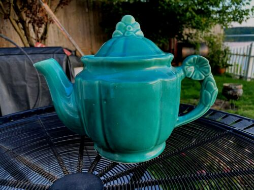 Vintage Rosette by Shawnee Green 3 Cup TeaPot in Excellent Condition