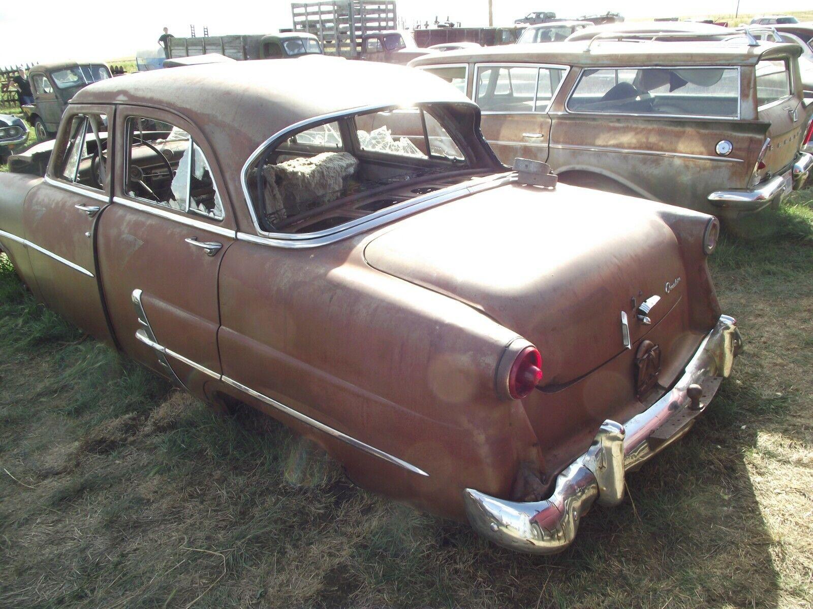 53 Ford Customline front chrome