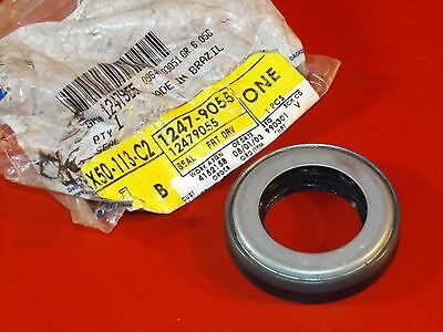 Nos New Gm 2002 Chevrolet Gmc Buick Oldsmobile 4Wd Front Axle Seal 12479055