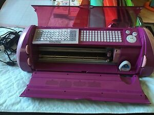 Cricut cutter with many extras