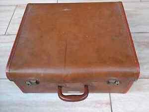 Vintage suitcase suit display North Richmond Hawkesbury Area Preview