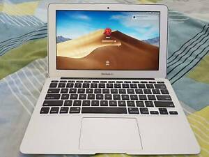 MacBook laptop Air 11 inch