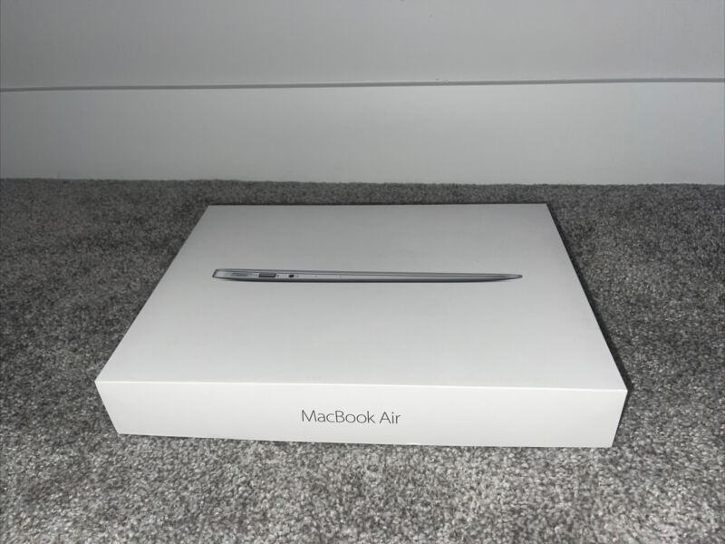 Apple MacBook Air 13 Laptop / 1.8GHZ Core i5 / 256GB SSD / Will Ship Same Day!