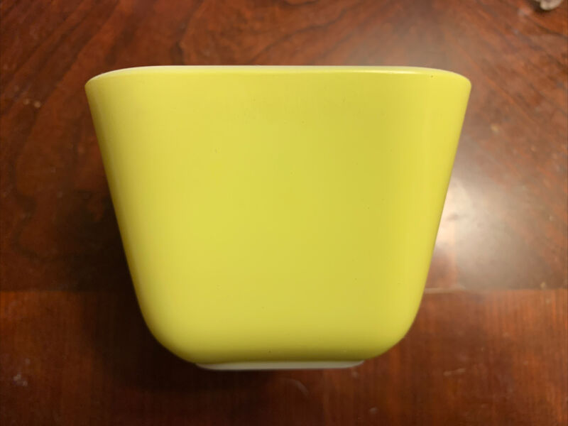 Pyrex Primary Yellow 501 B 1.5 Cup Refrigerator Fridgie No Lid