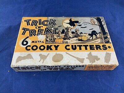 """Fantastic 1954 Halloween """"Trick or Treat"""" 6 Metal Cooky Cutters New In Box"""