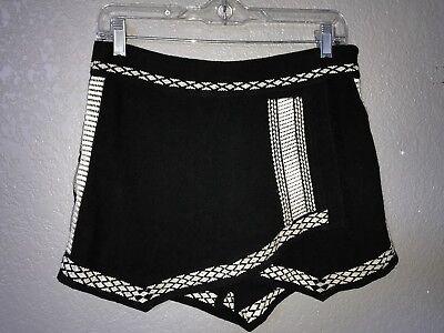 (LN Stella Laguna Beach Black Embroidered Fringe Wrap Front Skort Size L)