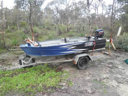 Boat and trailer 25hp mercury