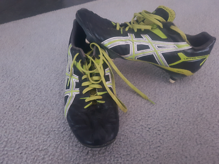 Asics football/soccer boots size 11-12 (screw ins)