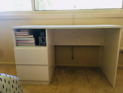 Desk in immaculate condition