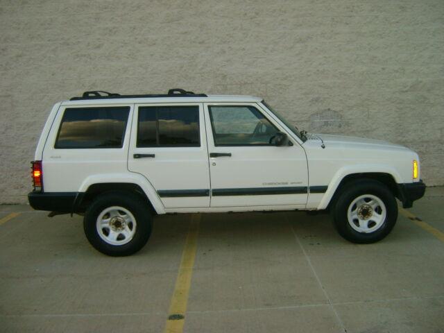 Image 1 of 2000 Jeep Cherokee White