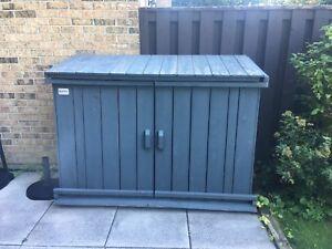 Wood/storage shed