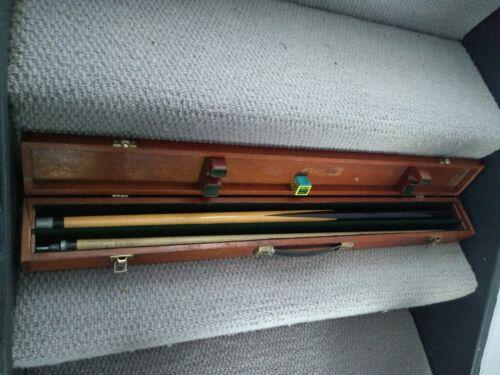 Dufferin Canada 2 Piece Cue In Wooden Case