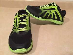 Youth Champion Running Shoes Size 6