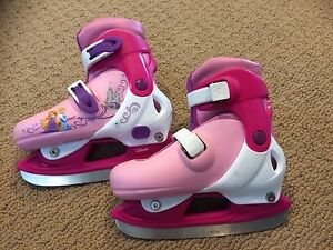 Girls princess skates. Excellent condition!