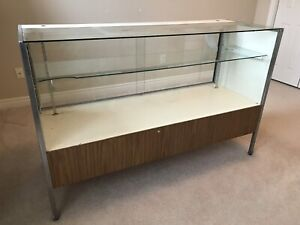 Display counter / cabinet
