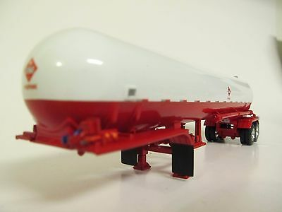 DCP 1/64 SCALE PROPANE TANK TRAILER WHITE AND RED (LP BOTTLE)