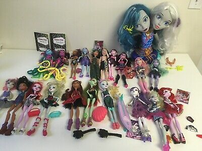 Monster High Doll Huge Lot Of 20 Accessories And Peri & Pearl Styling