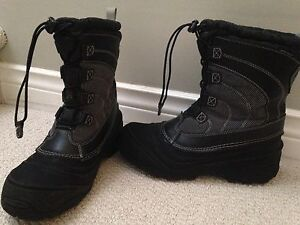 Boys The North Face winter boots